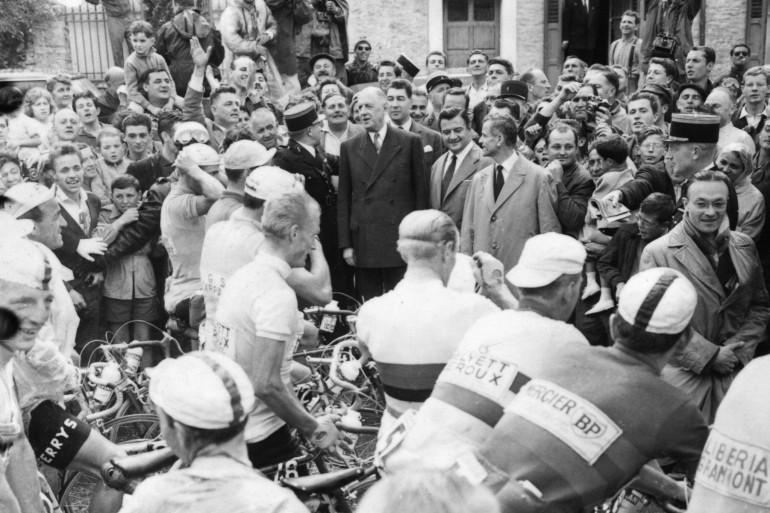 Le général De Gaulle sur le Tour de France le 17 juillet 1960
