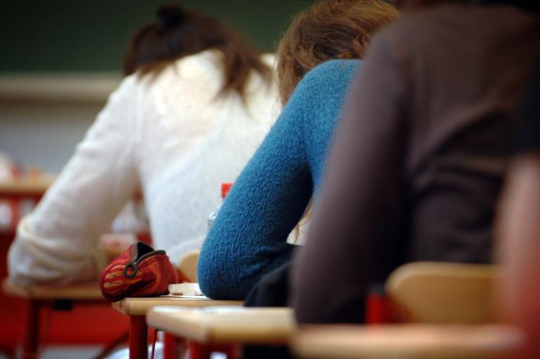 Des élèves dans une salle de classe (illustration)
