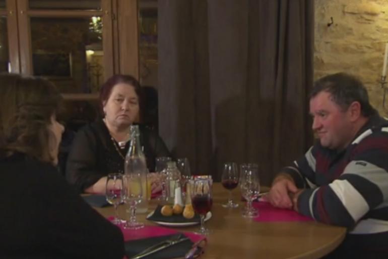 Yvelise et Françoise se disputent les faveurs de Jean-Marc.