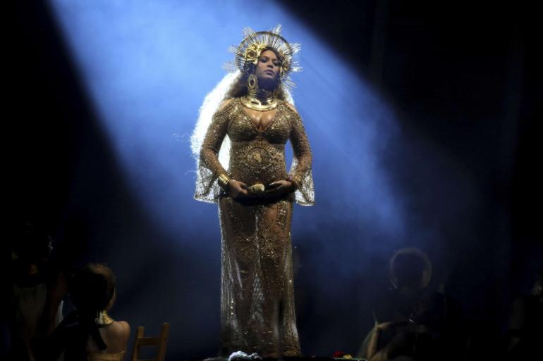 Beyoncé sur la scène des 59e Grammy Awards, le 12 févrirer 2017 à Los Angeles