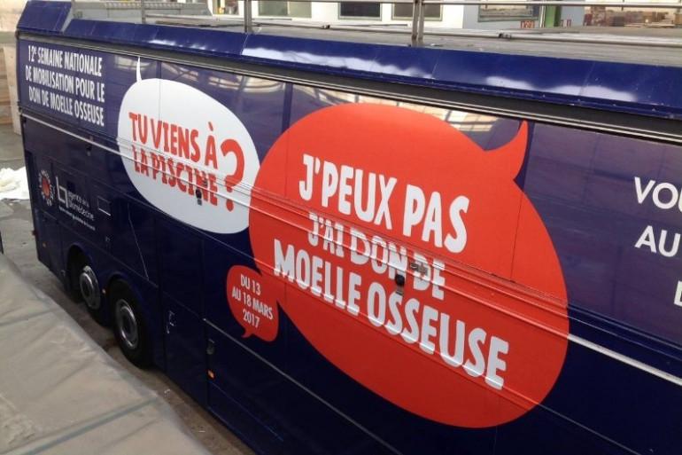 Un bus faisant la promotion du don de moelle osseuse