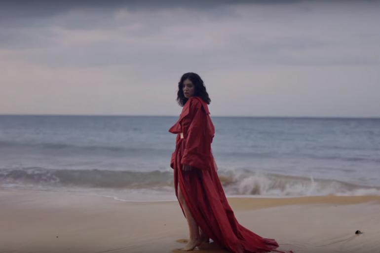"""Lorde dans le clip de """"Perfect Places"""""""