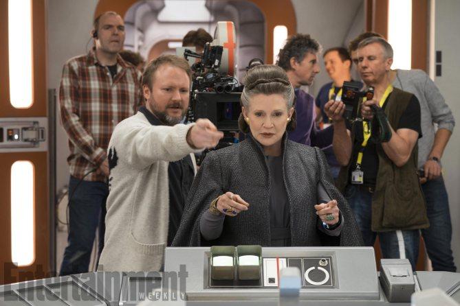 """Carrie Fisher pendant le tournage des """"Derniers Jedi"""" avec Rian Johnson"""