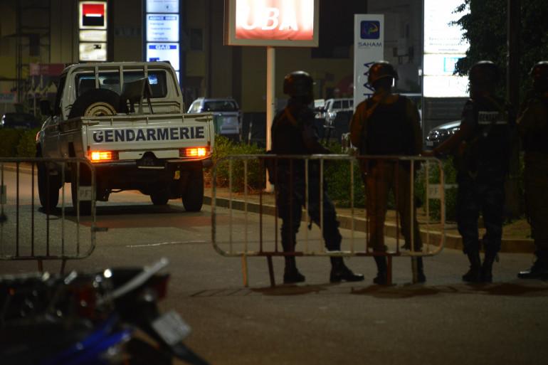 """Dix-sept personnes ont été tuées dimanche soir dans une """"attaque terroriste"""" menée contre un café-restaurant de Ouagadougou."""