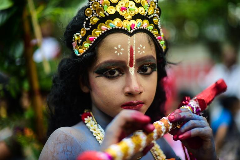 Bangladesh : une petite fille déguisée en dieu hindou