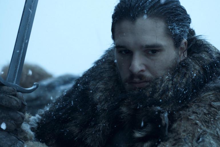 Jon Snow prêt à se battre contre les zombies des glaces