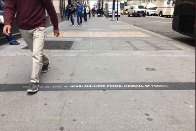 Plaque en l'honneur du Maréchal Pétain, à New-York.