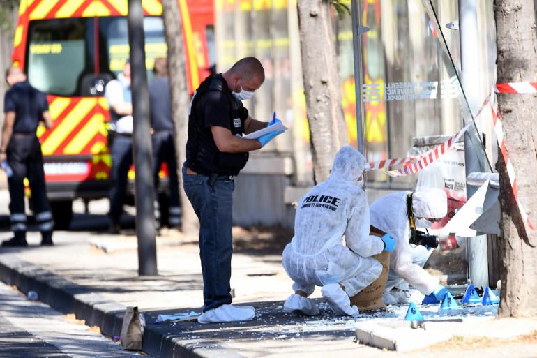 La police scientifique déployée à Marseille après l'attaque d'une voiture-bélier