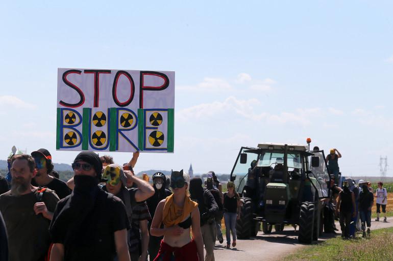 Des manifestants protestent contre le projet d'enfouissement de déchets nucléaires à Bure, le 14 août dernier