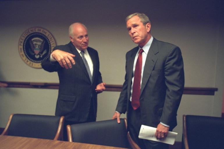 George W.Bush avec son vice-président Dick Cheney le 11 septembre 2001 dans le Centre opérationnel d'urgence présidentiel