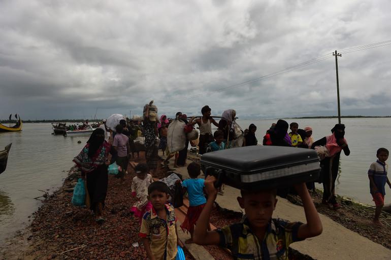 En Birmanie, près de 300.000 Rohingyas ont fui la Birmanie depuis août 2017.