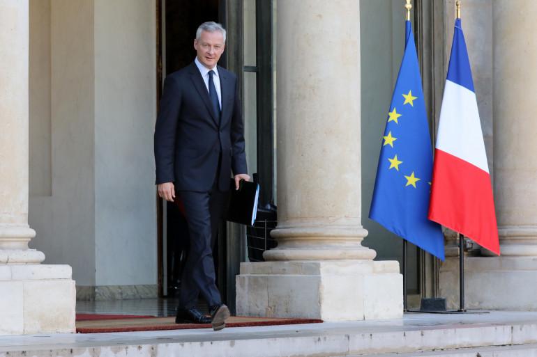Le Ministre de l'Économie et des Finances, Bruno Le Maire, quitte le Palais de l'Élysée après une réunion de cabinet le 14 septembre 2017.