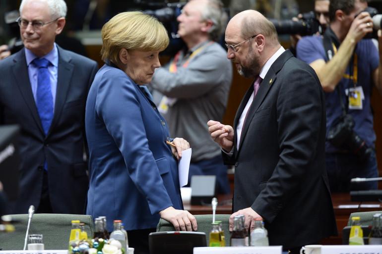 Angela Merkel face à Martin Schulz, à Bruxelles le 19 décembre 2013