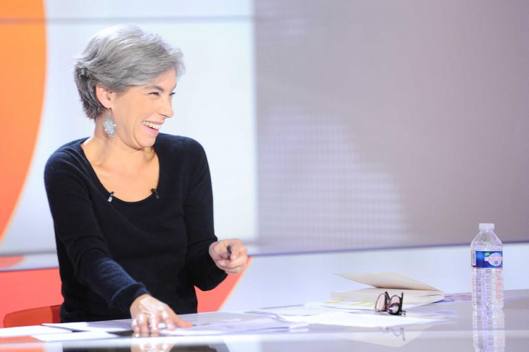 """Élisabeth Quin sur le plateau de """"28 Minutes"""" le 15 octobre 2012."""