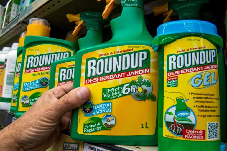 """Le glyphosate est commercialisé par l'entreprise Monsanto, sous la marque """"Roundup"""""""