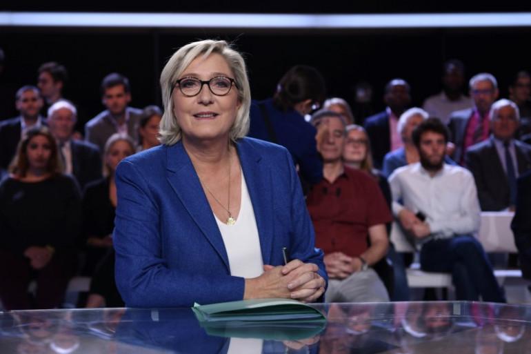 """Marine Le Pen dans """"L'Émission politique"""", le 19 octobre 2017 sur France 2"""