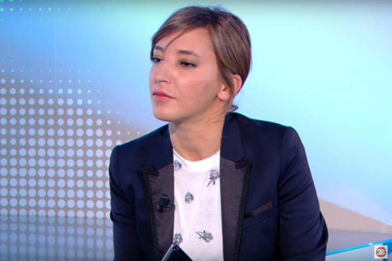 """La journaliste Nadia Daam dans l'émission """"28 minutes"""" sur Arte"""