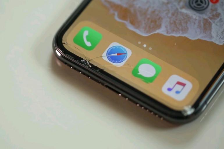 Le site américain CNET a soumis l'iPhone X a plusieurs chutes pour livrer son verdict