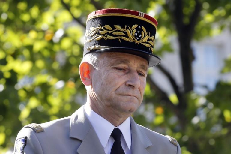 Le chef d'état-major de la Défense, le général de l'armée française Pierre de Villiers, lors du défilé annuel de la Bastille le 14 juillet 2017 à Paris.