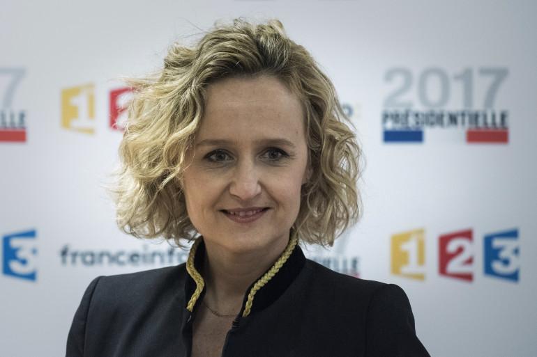 Caroline Roux présente C dans l'air sur France 5.