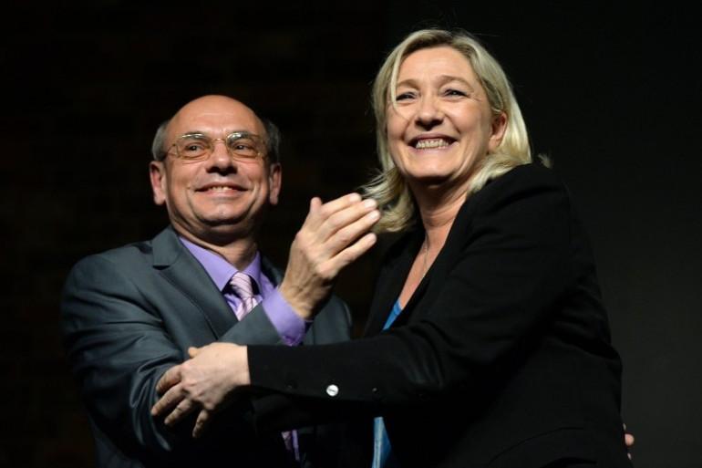 Marine Le Pen au côté de l'eurodéputé FN Jean-Luc Schaffhauser lors d'une réunion le 12 mars 2014.
