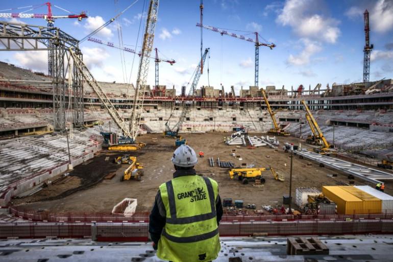 Un ouvrier sur le chantier du nouveau stade de Lyon le 9 décembre 2014 (illustration).
