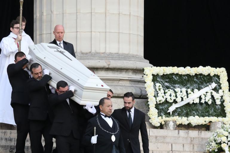 Le cercueil de Johnny Hallyday à la sortie de l'église de la Madeleine le 9 décembre