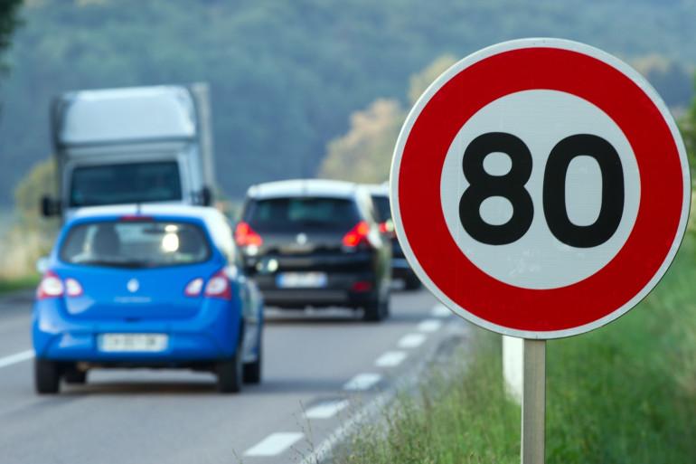 Un panneau de limitation de vitesse à 80 km/h à Hyet, dans la Haute-Saône.