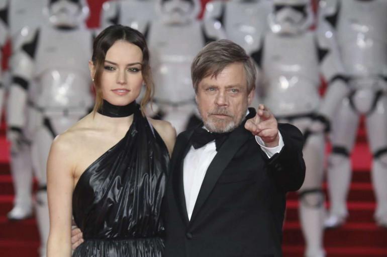 """Daisy Ridley et Mark Hamill lors de l'avant-première de """"Star Wars 8'"""" à Londres"""