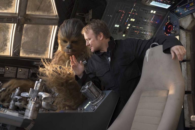 Rian Johnson à bord du Faucon Millenium avec Chewbacca