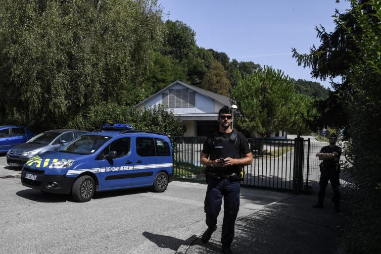 Les gendarmes devant le lieu de disparition de Maëlys, à Pont-de-Beauvoisin en Isère.
