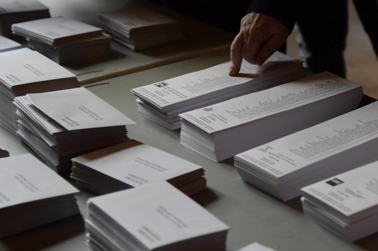 Les bulletins de vote pour l'élection régionale catalane dans un bureau de vote à Barcelone le 21 décembre 2017.