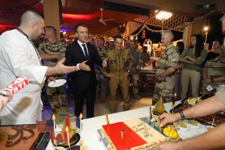Niger : Emmanuel Macron réveillonne Noël aux côtés des soldats de l'opération Barkane