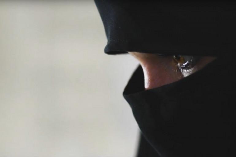 """Image de l'""""Envoyé Spécial"""", """"Les soeurs, femmes cachées du jihad"""""""