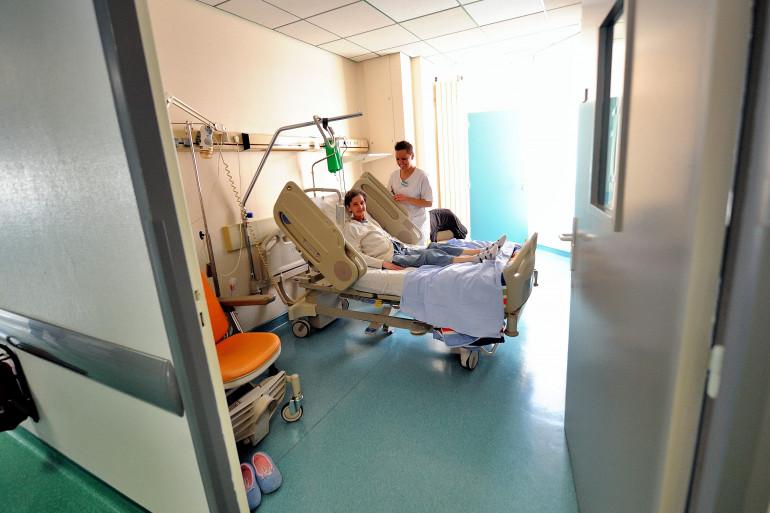 Un femme suit un traitement contre le cancer dans un hôpital de Lille, (photo d'illustration).