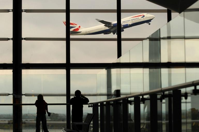 Un avion de la British Airways décolle de l'aéroport d'Heathrow, à Londres