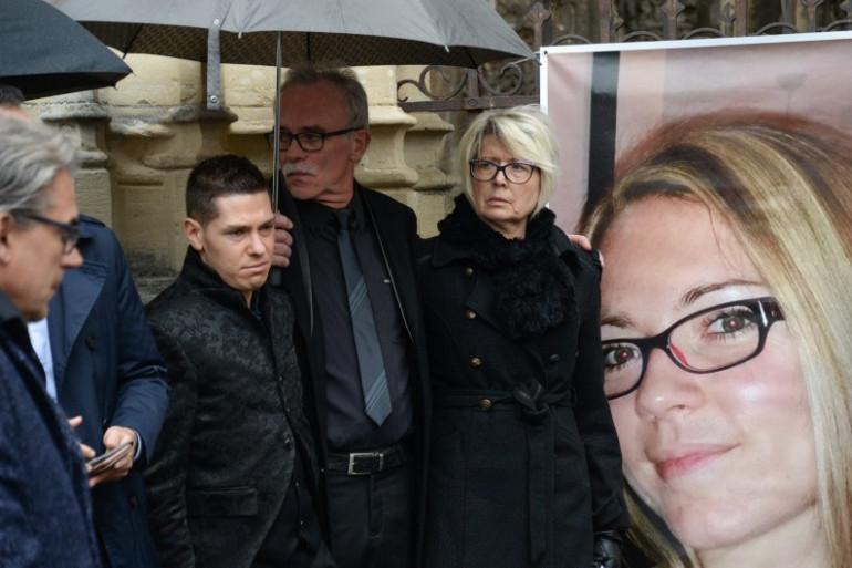 Le mari d'Alexia Daval, Jonathann Daval, son père aux côtés de ses parents, Jean-Pierre Fouillot et Isabelle Fouillot.