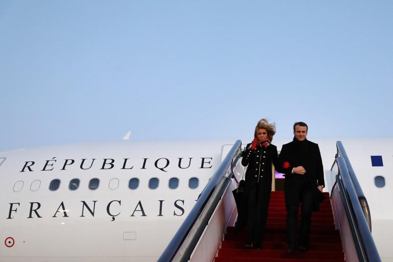 Emmanuel et Brigitte Macron arrivant en Chine, le 8 janvier 2018