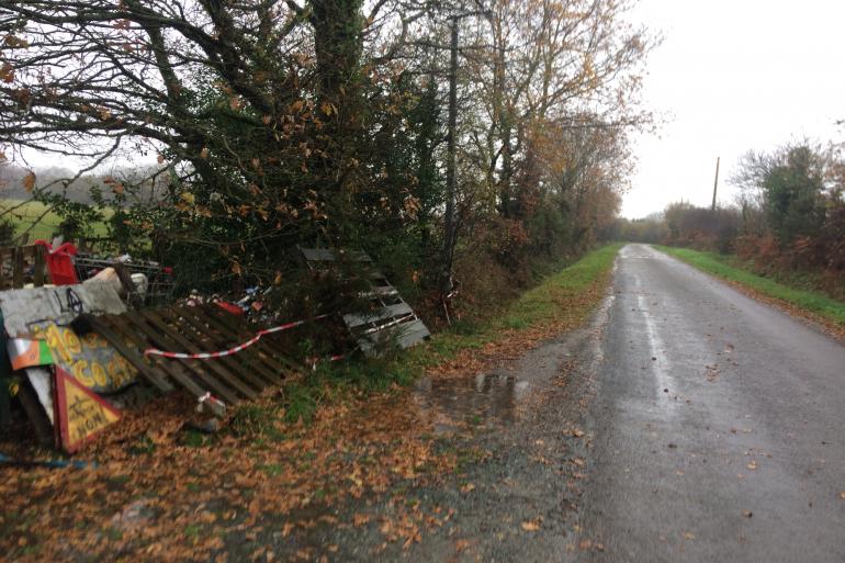 Des panneaux anti-aéroports jonchent les départementales de la ZAD de Notre-Dame-des-Landes.