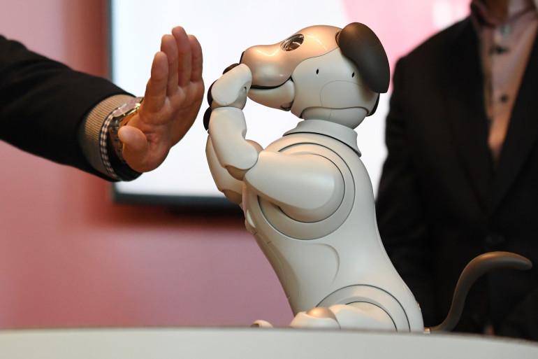 Le robot-chien Aibo présenté par Sony au CES 2018