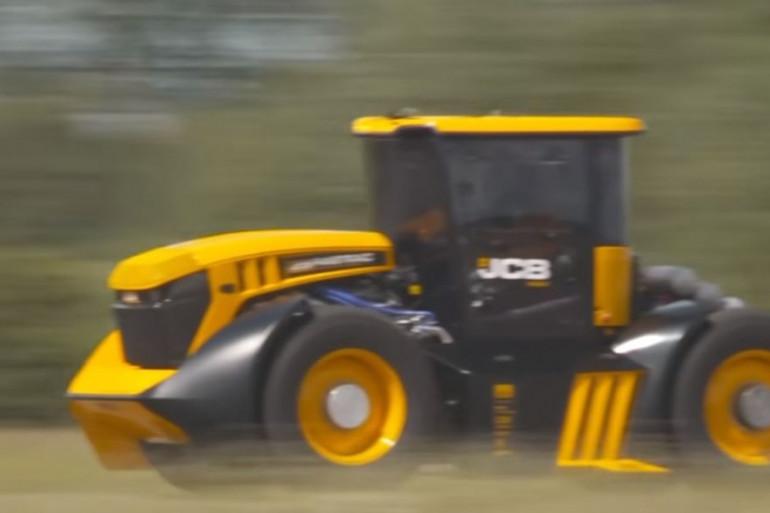 Ce tracteur a dépassé les 246 km/h.