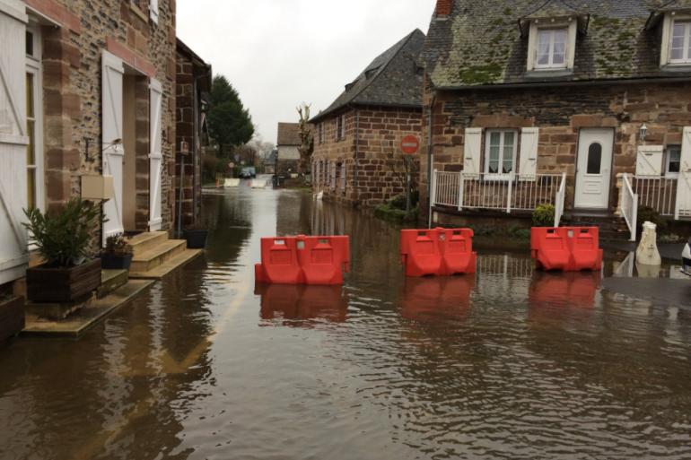 Le village de Saint-Viance, en Corrèze, les pieds dans l'eau en 2018