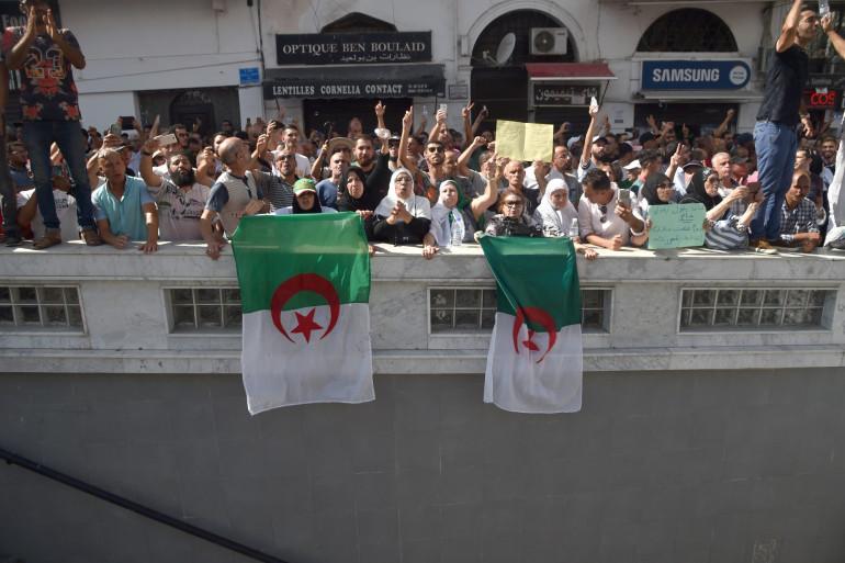 Les Algériens manifestent depuis le mois de février pour la création d'institutions de transition qui ne soient pas dirigées par des anciens membres du gouvernement d'Abdelaziz Bouteflika.