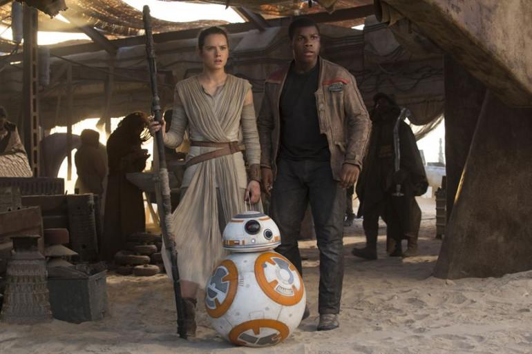 """Daisy Ridley et John Boyega dans """"Le Réveil de la Force"""""""