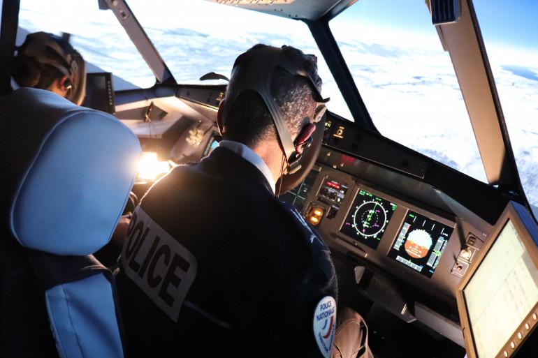 Un simulateur de vol dans la formation des futurs commissaires de police