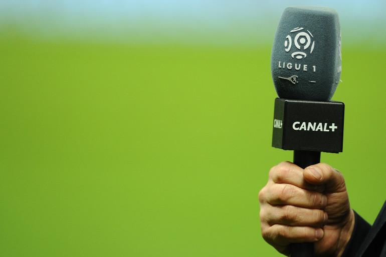 Un micro de la chaîne Canal+ à Nantes le 25 octobre 2013