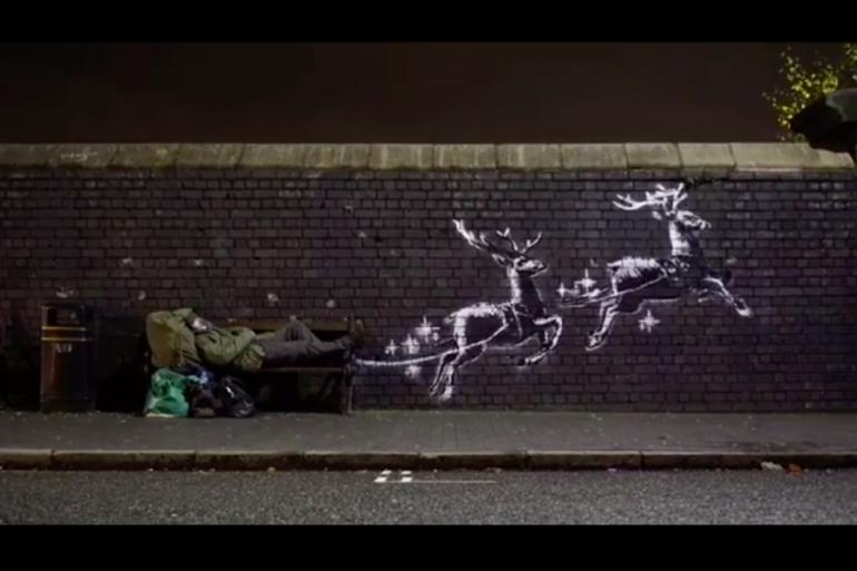 L'artiste Banksy a recouvert un mur de Birmingham (Royaume-Uni) de ses pochoirs pour sensibiliser à la situation des sans-abris à la période de Noël.