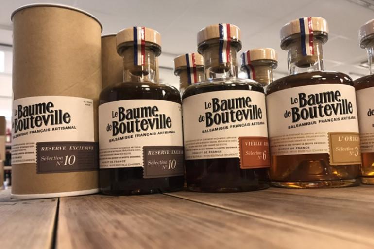 """Des bouteilles de """"Baume de Bouteville"""", un balsamique artisanal de Charente"""