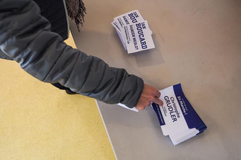 Des bulletins de vote lors du second tour des législatives partielles dans le Territoire de Belfort, le 4 février 2018
