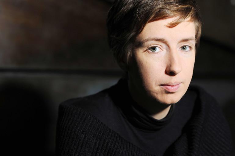 Caroline de Haas, militante féministe aide les femmes victimes de violences